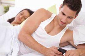 Phát hiện chồng nhắn tin cho gái – Cách xử lý khôn khéo của vợ